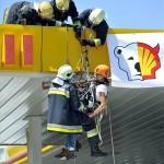 A benzinkút tetejéről szedték le a Greenpeace aktivistákat