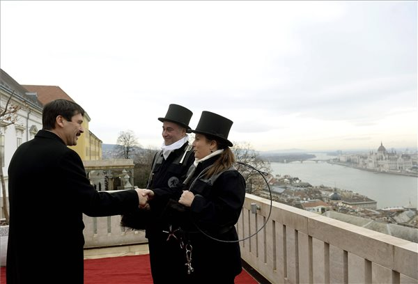 Kéményseprők kívántak boldog új évet az államfőnek és a magyar nemzetnek MTI Fotó: Bruzák Noémi
