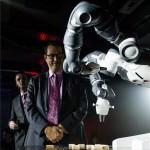 Az ABB Magyarországon is bemutatta a világ első együttműködő, emberbarát robotját