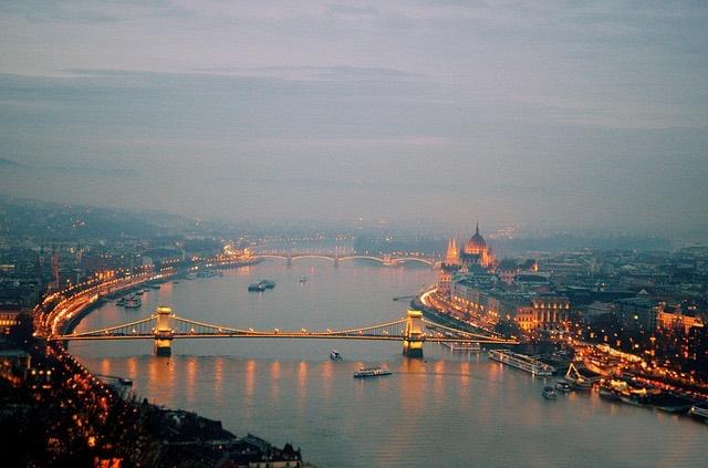 Budapest Duna este szmog világítás