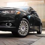 13 új elektromos autóval erősít a Ford