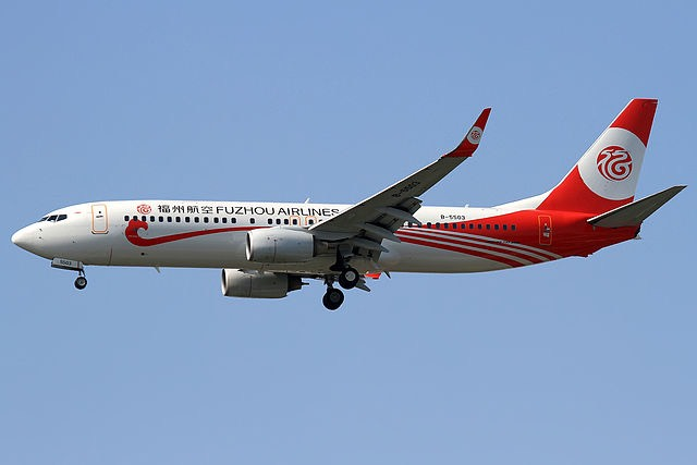 Fuzhou Airlines Boeing 737-800 kép: Philippa Beaudot/wikipedia