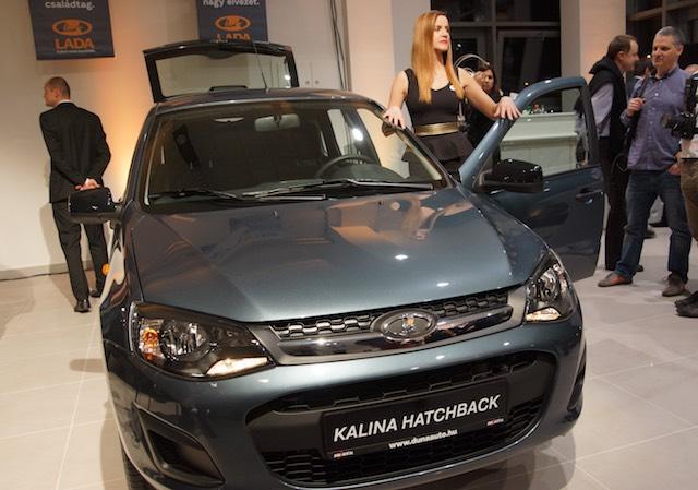 Lada Kalina Hatchback a decemberi ünnepélyes megnyitón