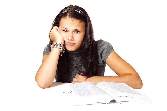 Lány könyv iskola fáradt