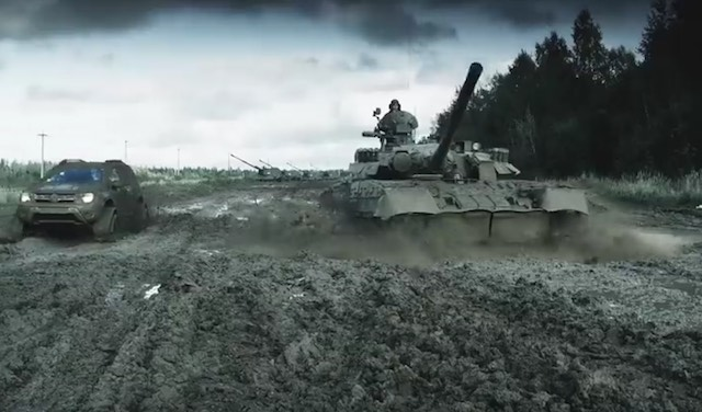 Dacia Duster vs orosz tank