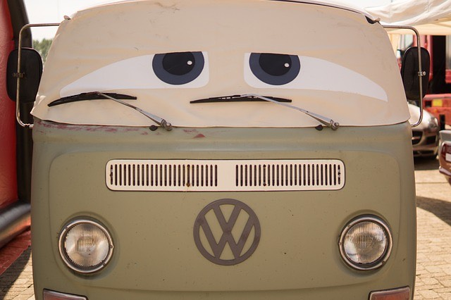 Szomorú Volkswagen transporter busz