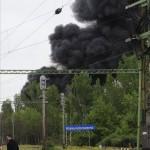 Ledarált kommunális hulladék ég egy ipari parkban