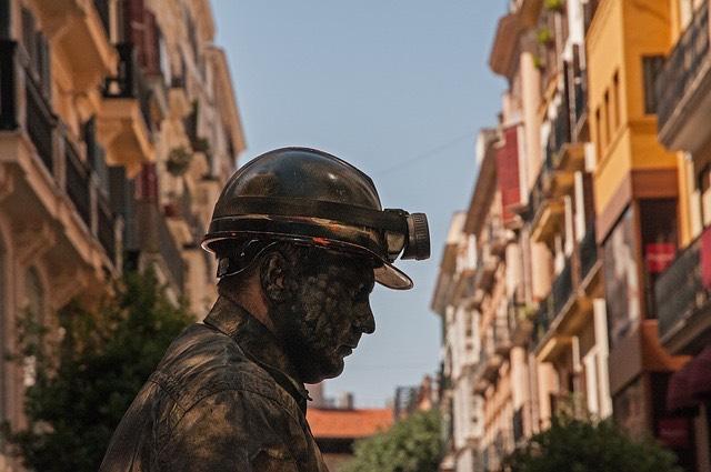 Szénbánya bányász