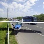 Leszállt egy kisrepülő az M1-M7-es autópályán