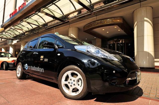 Nishitetsu Taxi Company Nissan Leaf Japánban
