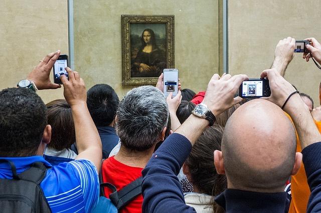 Parizs Mona Lisa Louvre okostelefon