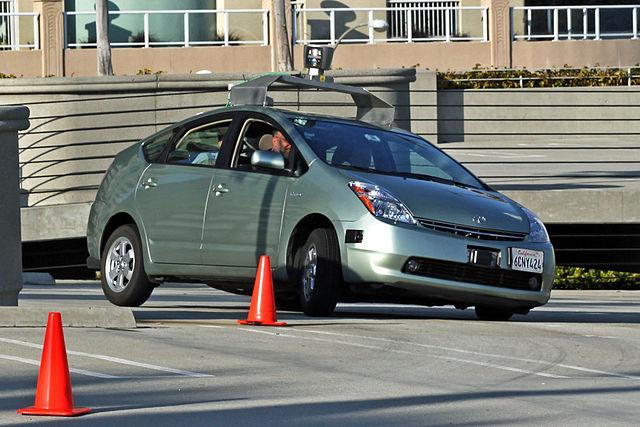 Egy a Google által átalakított Toyota Prius. kép: wikipedia