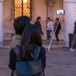 Csökkenő roamingtarifákkal indul az idei nyár