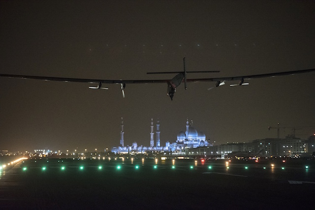 Solar Impulse Landing in Abu Dhabi