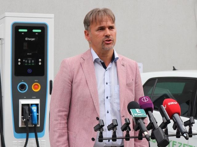 2 80edays_töltőátadás Mészáros Csaba