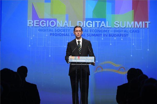 Varga Mihály nemzetgazdasági miniszter a budapesti Regionális Digitális Konferencián 2016. november 17-én. MTI Fotó: Koszticsák Szilárd
