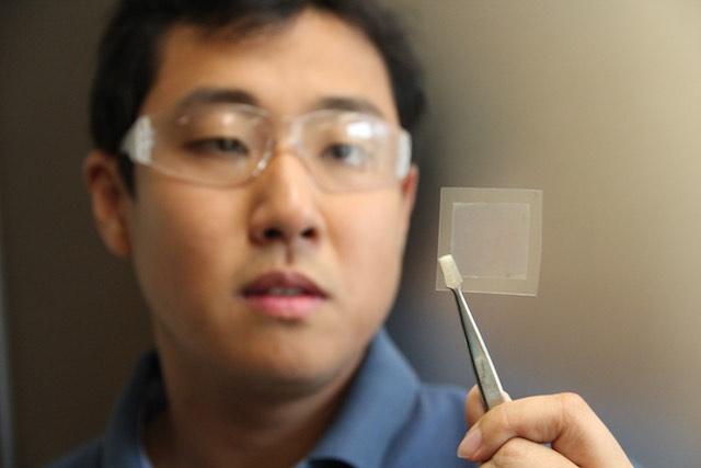 Dr. Dong Han és a grafén film. kép: csiro.com