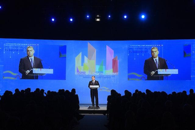 Budapest, 2016. november 17. Orbán Viktor miniszterelnök a budapesti Regionális Digitális Konferencián 2016. november 17-én. MTI Fotó: Koszticsák Szilárd