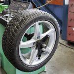 Az autósok 20 százaléka az évszaknak nem megfelelő gumit használ egy felmérés szerint