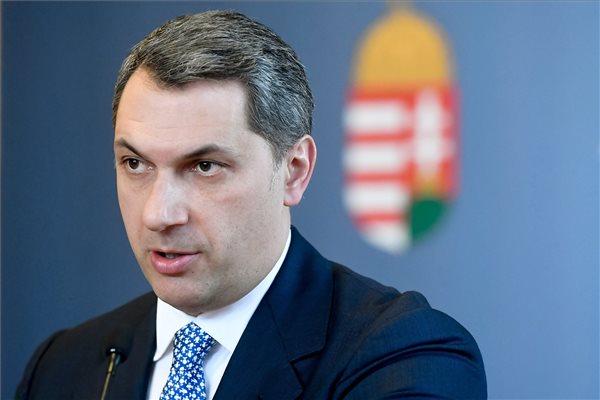 Lázár János, a Miniszterelnökséget vezető miniszter szokásos heti sajtótájékoztatóját tartja az Országházban 2017. március 9-én. MTI Fotó: Koszticsák Szilárd