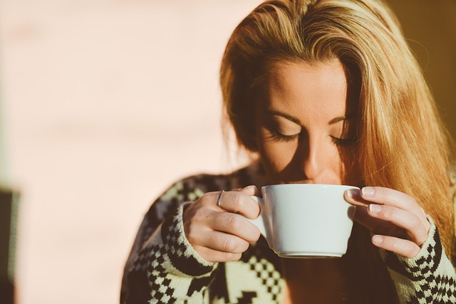 kávézik