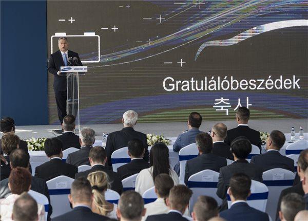 Orbán Viktor miniszterelnök beszédet mond a Samsung SDI gödi elektromos jármű akkumulátor gyárának nyitóünnepségén 2017. május 29-én. MTI Fotó: Szigetváry Zsolt