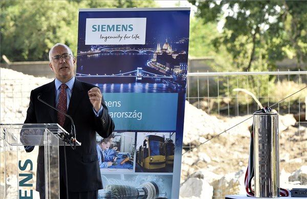 Dale A. Martin, a Siemens Zrt. elnök-vezérigazgatója beszédet mond a Siemens Power and Gas budapesti üzeme bővítése kapcsán rendezett alapkőletételi ünnepségen és sajtótájékoztatón a XV. kerületi Késmárk utcában 2017. június 20-án. MTI Fotó: Máthé Zoltán