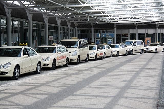 repülőtér taxik