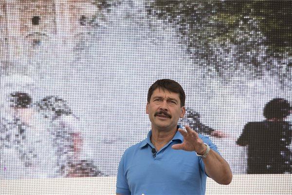 Áder János köztársasági elnök előadást tart az Élő Bolygónk klímavédelmi kampányról 2015. július 4-én Sopronban a 23. Volt Fesztiválon. MTI Fotó: Nyikos Péter