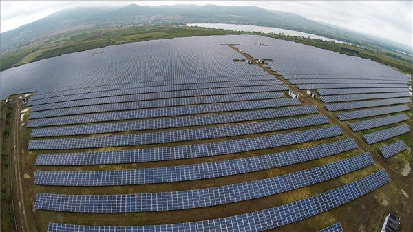 A Mátrai Erőmű naperőműve. MTI Fotó: Ruzsa István