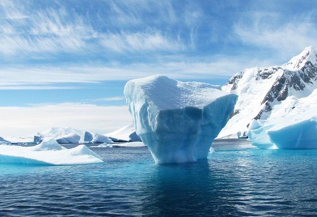 Antarktisz jégolvadás jéghegy