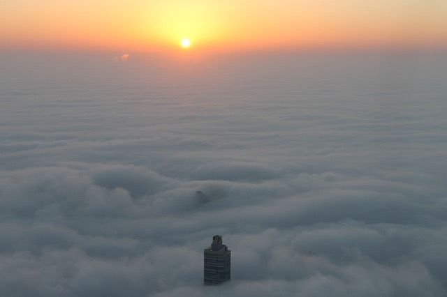 Dubai Burj nap felhők