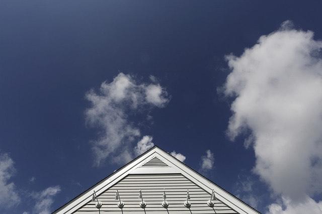 Háztető felhők