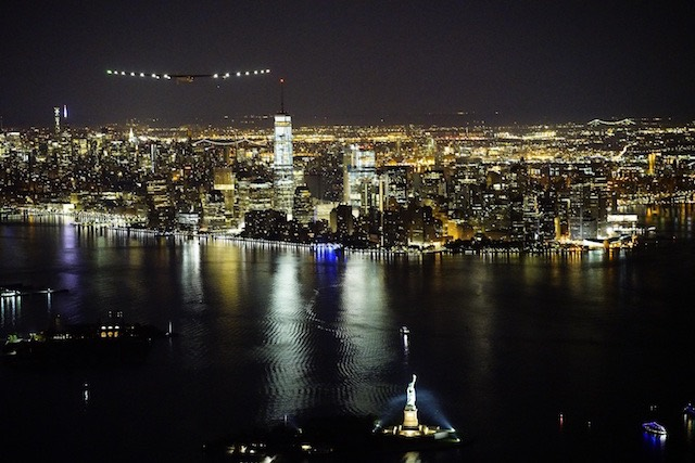 Solar Impulse 2_André Borschberg_overflying_New_York_City