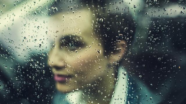 ablak eső autóban