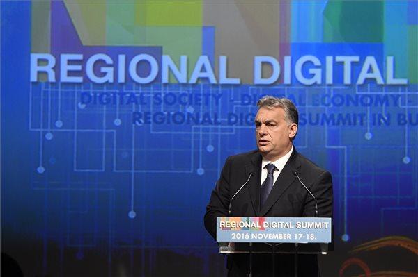 Orbán Viktor miniszterelnök a budapesti Regionális Digitális Konferencián 2016. november 17-én. MTI Fotó: Koszticsák Szilárd