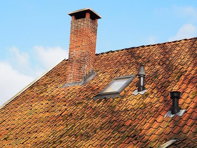kémény cserép tető