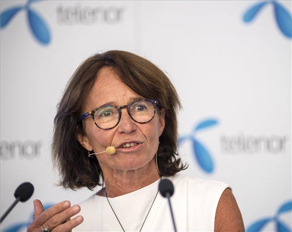 Alexandra Reich, a Telenor vezérigazgatója az első mobil Digitális jólét alapcsomag bevezetése alkalmából tartott sajtótájékoztatón az Aréna Pláza Telenor üzletében 2017. augusztus 1-jén. A Telenor elsőként vette fel mobilinternetes kínálatába a Digitális jólét alapcsomagot. MTI Fotó: Szigetváry Zsolt